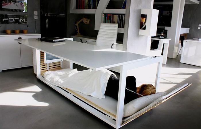 dormir au bureau lit