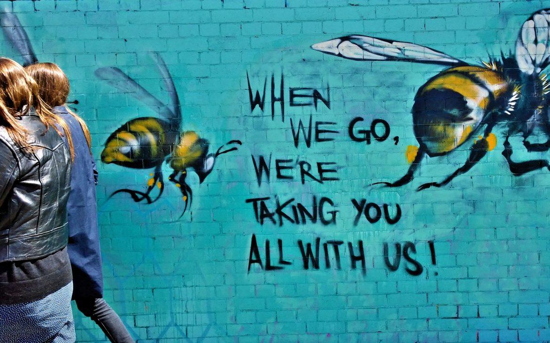 tag mural abeille