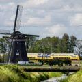 Éolienne train moulin pays bas