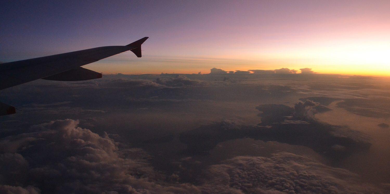 avion dans les nuages au australie