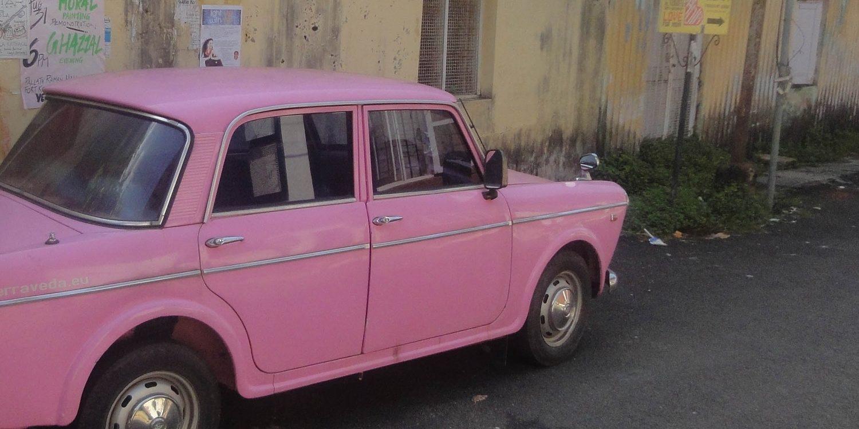voiture rose inde diesel vintage