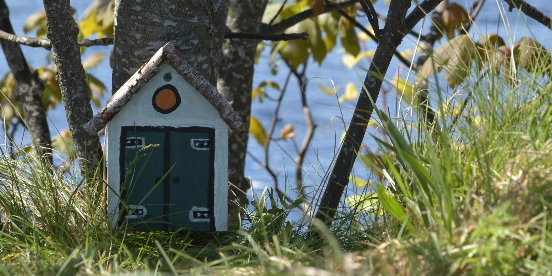 Petite maison en bois au bord de l'eau en Ecosse